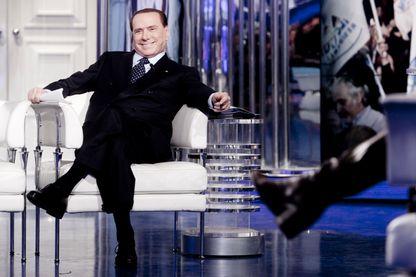 Silvio Berlusconi, attendant impatiemment que commence le débat politique télévisé !