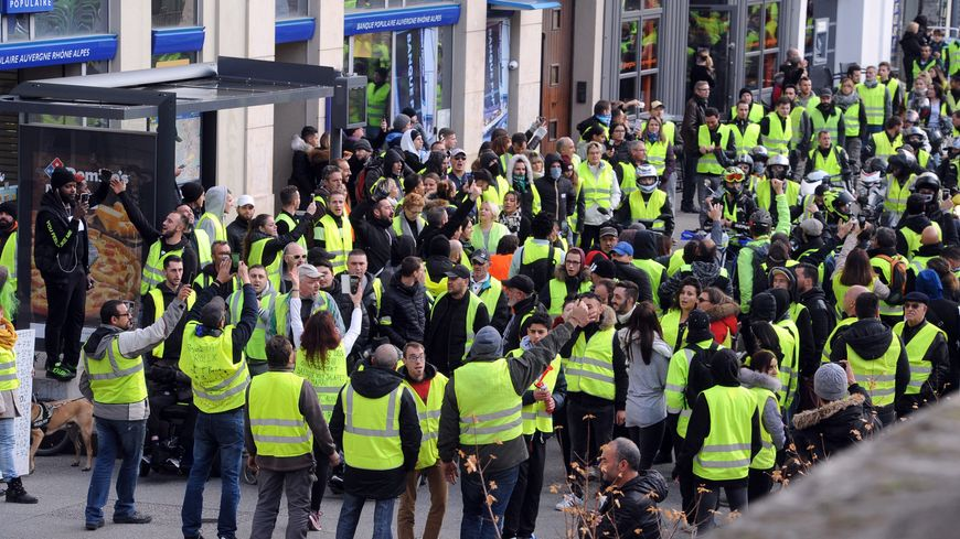 gilets jaunes saint tienne forte mobilisation dans le centre ville ce samedi. Black Bedroom Furniture Sets. Home Design Ideas