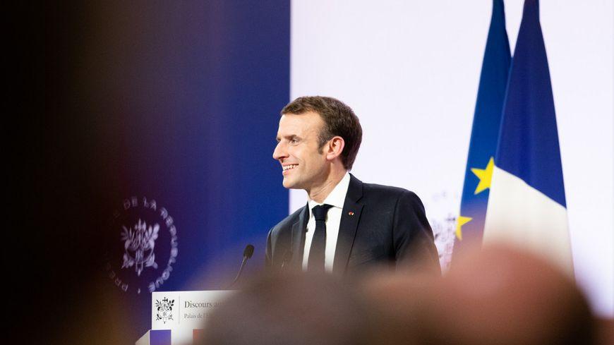 Le Président français doit se réunir avec des ambassadeurs