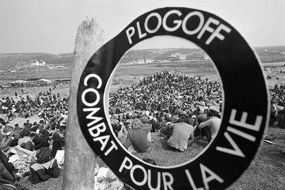 Des personnes opposées au projet Nucléaire à Plogoff