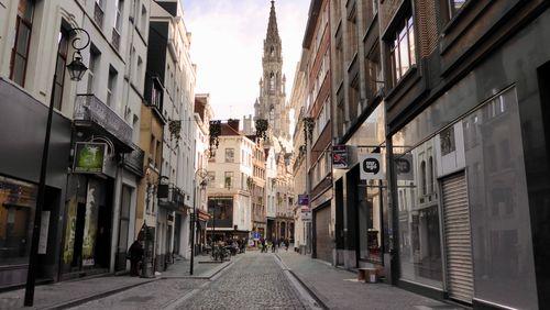 """""""Visage de Belgique"""" : en 1959 visites de Bruges, Gand, Bruxelles..."""