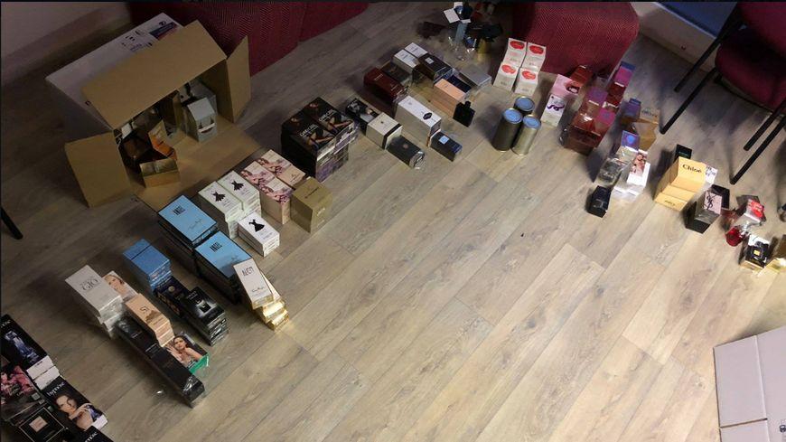 Plus de 400 flacons de parfum ont été saisis par les gendarmes