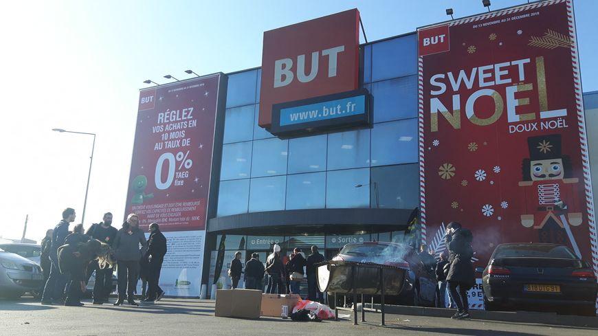 Grève des salariés du magasin But de Bobigny menacé de fermeture