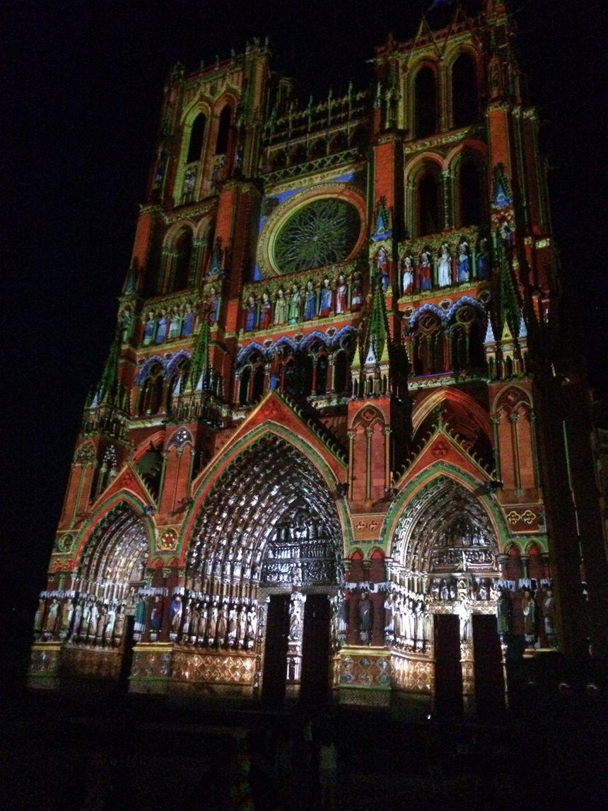 Cathédrale d'Amiens en couleur grâce au spectacle Chroma - Radio France