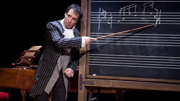 Alexandre Astier, compositeur, comédien, réalisateur et scénariste.