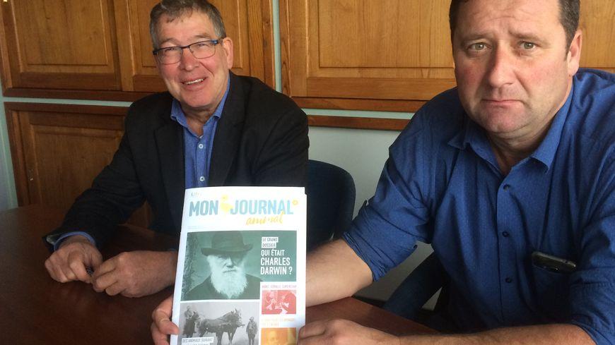 Tony Cornelissen (à gauche) et Daniel Couderc ont lu attentivement le magazine de L214 et parlent d'une véritable propagande