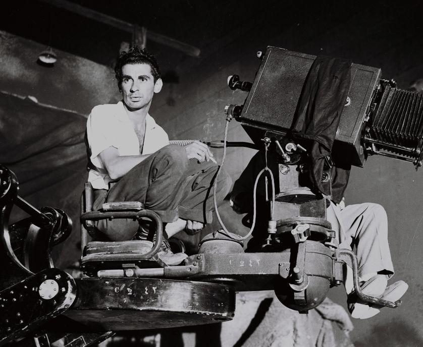 Portrait de Youssef Chahine en tournage