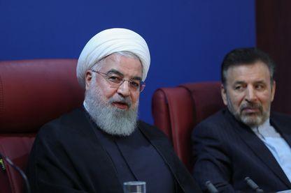 Le président iranien Hassan Rohani lors de la réunion de son cabinet juste avant le début des nouvelles sanctions américaines