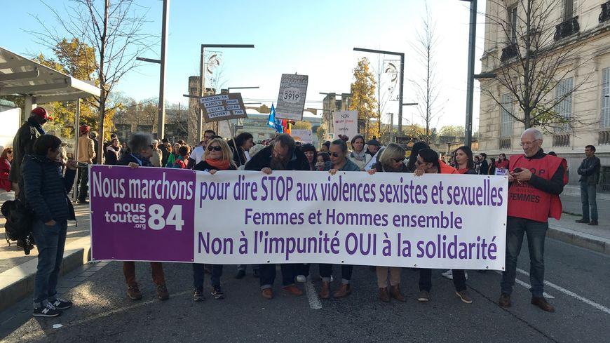 La manifestation a démarré Cours Jean Jaurès pour gagner le parvis du Palais des Papes.
