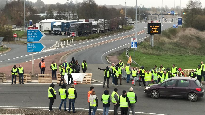 Gilets jaunes : plus de 20 rassemblements et blocages en Sarthe
