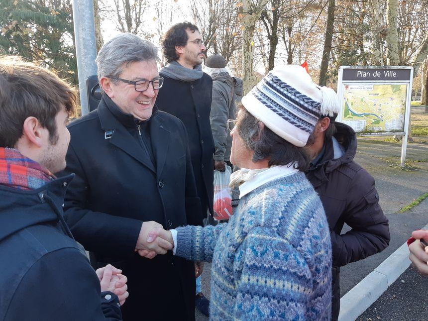 Jean-Luc Mélenchon a discuté avec des salariés venus manifester.