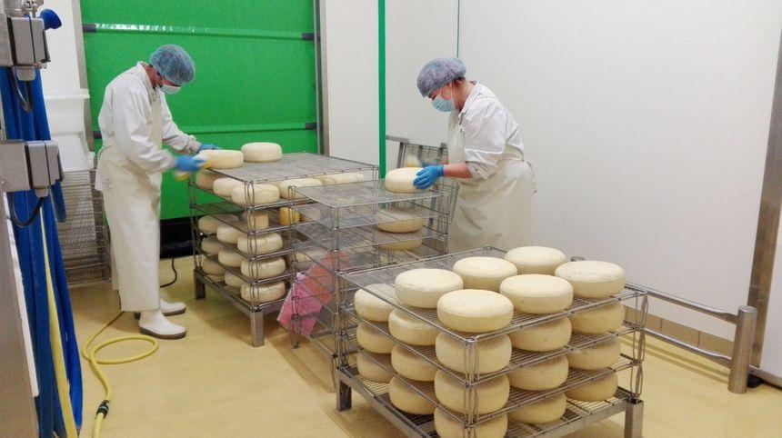 La fromagerie des Aldudes produit des fromages de vache, de brebis et du beurre