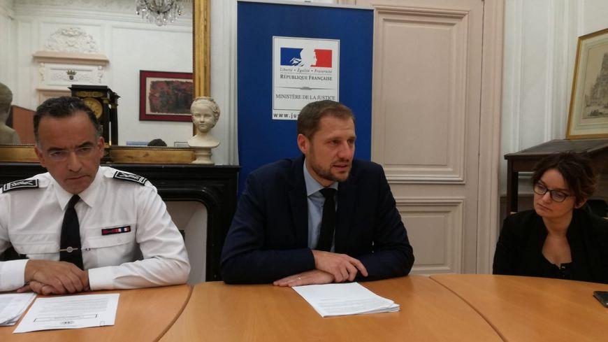 Les enquêteurs ont découvert une famille où la violence était habituelle (de gauche à droite : le directeur départemental de la sécurité publique, le procureur d'Amiens et la substitut).