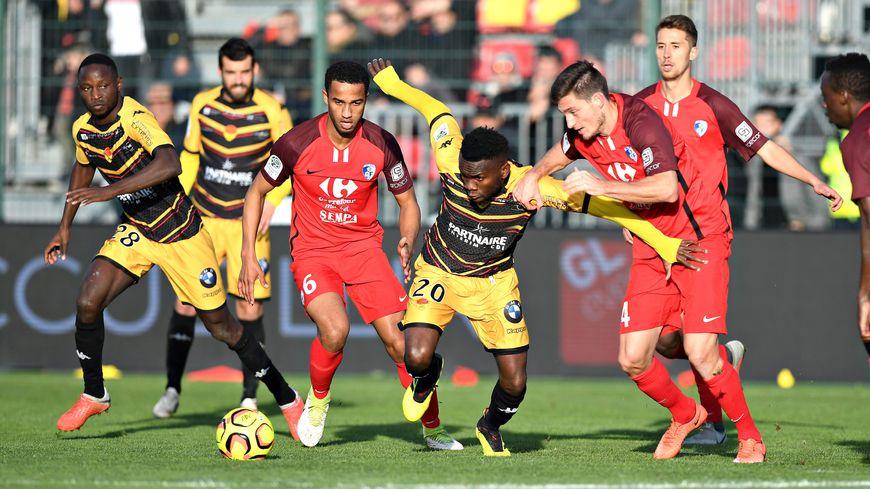 Les footballeurs orléanais n'ont pas réussi à se sortir du pressing grenoblois