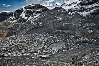 La Rinconada, au Pérou : il s'agit de la ville la plus haute du monde, située à  5 100 m d'altitude, dans la cordillère des Andes.