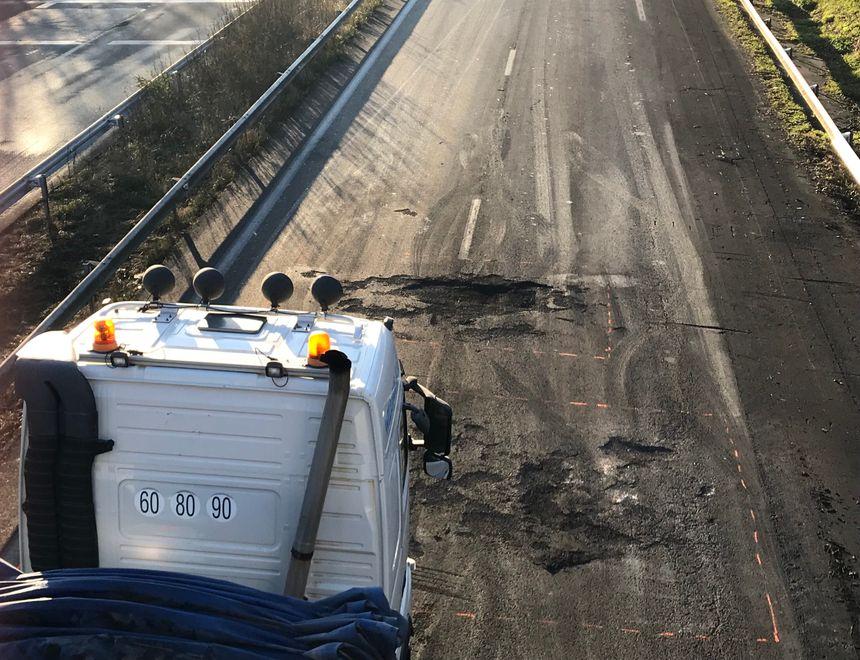 Les dégâts sur l'A10 près du péage de Virsac.