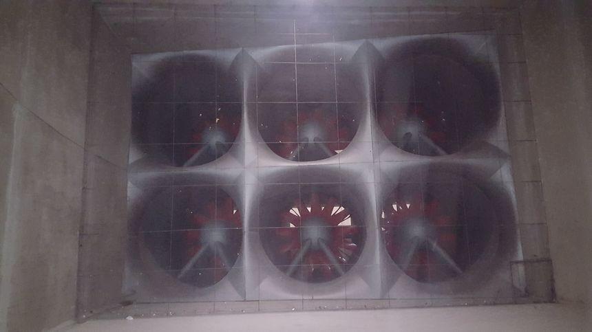 Six énormes ventilateurs peuvent créés des vents allant jusqu'à 280km/h