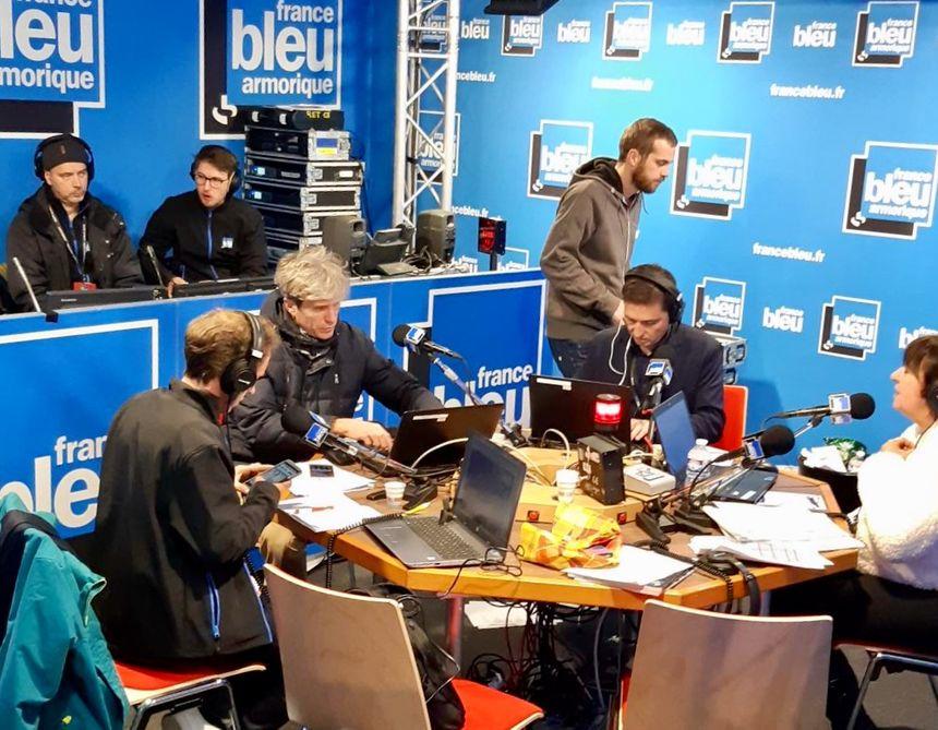 Toute l'équipe de France Bleu Armorique en direct dimanche 4 novembre dans le studio de Saint-Malo.