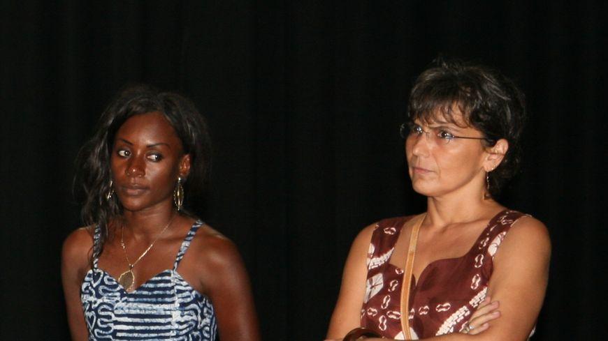 Isabelle Marcos Likakou lors d'une représentation de théâtre scolaire au Congo.