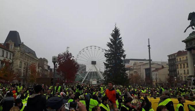 Clermont-Ferrand : les gilets jaunes s'étaient déjà retrouvés samedi dernier sur la place de Jaude