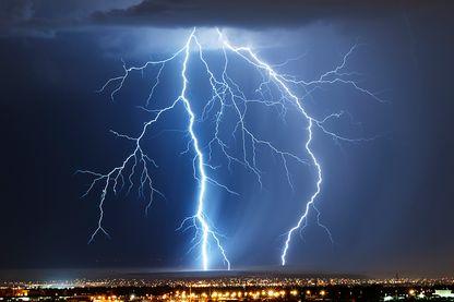 En étudiant les éclairs, les scientifiques espèrent  mieux comprendre la virulence des orages et comment ils se propagent.