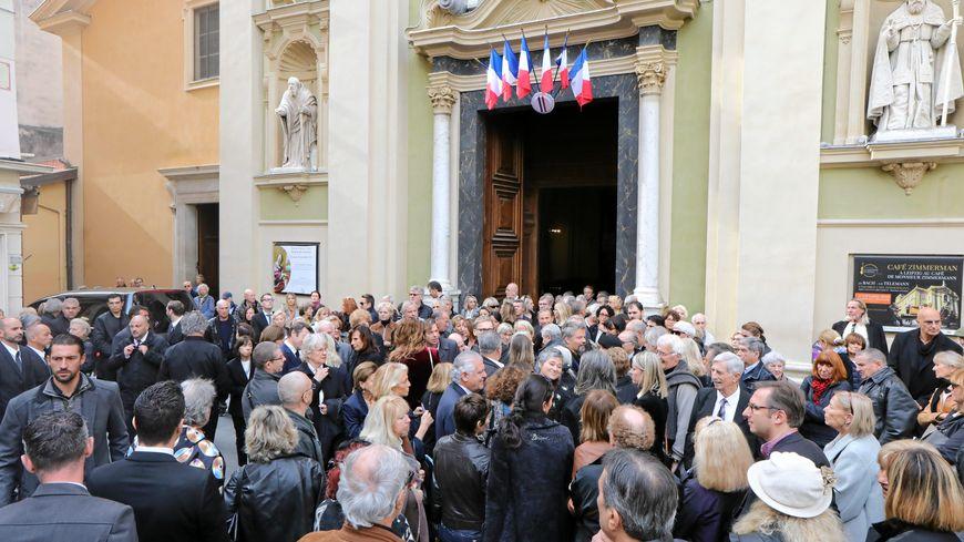 Des centaines de personnes rassemblées pour les obsèques du Niçois Francis Lai.