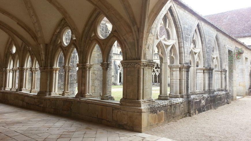 Le cloître de l'abbaye de Noirlac (Cher)