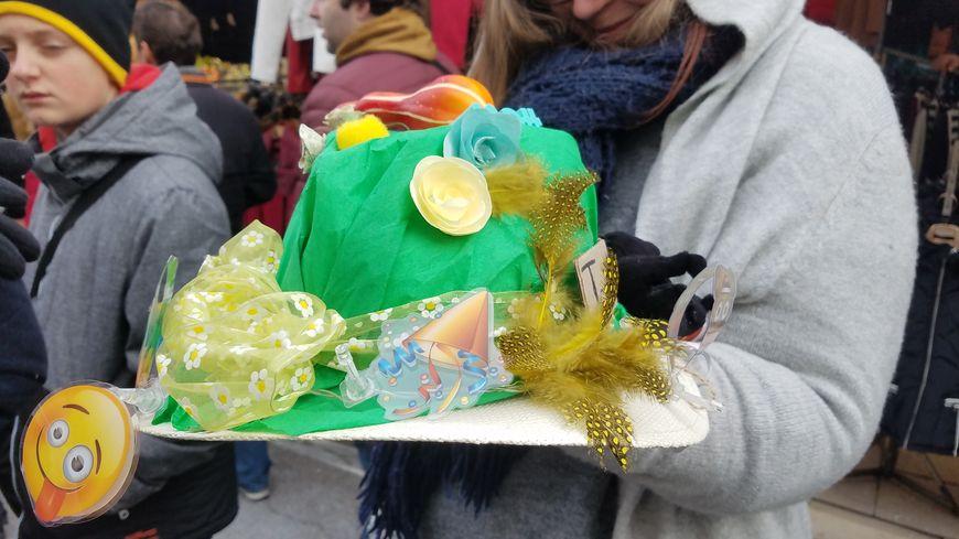 Un chapeau original.