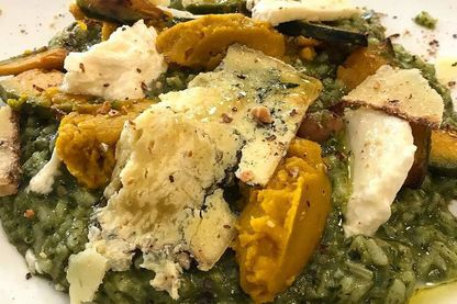 Green risotto à la courge muscade et main de Bouddha, noisettes grillées, fromages d'alpage du Piémont
