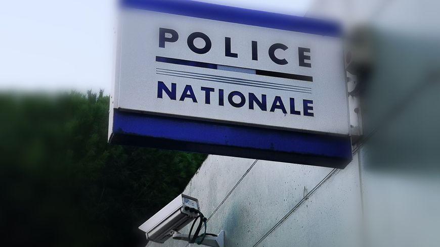 Illustration :  commissariat de police