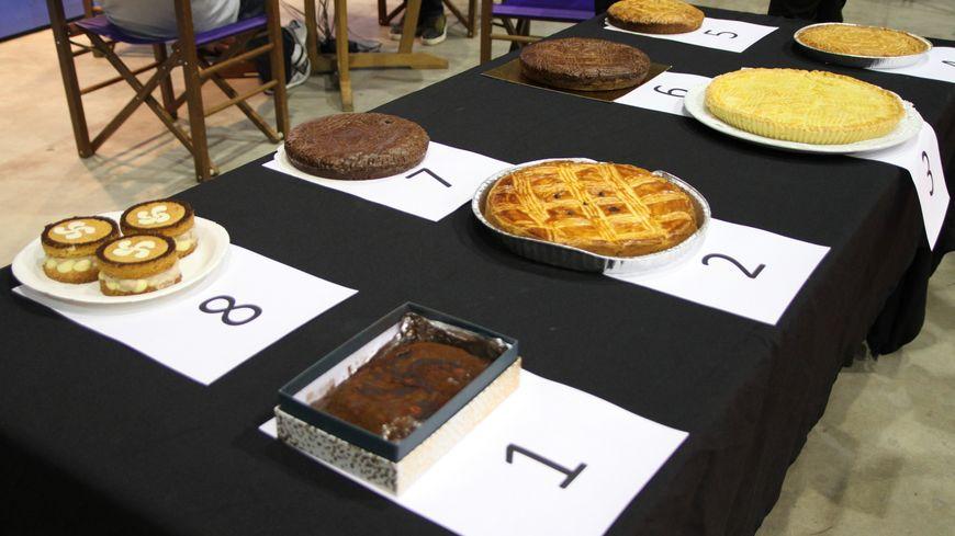 les 8 gâteaux finalistes du concours du gâteau basque avec une note chocolatée
