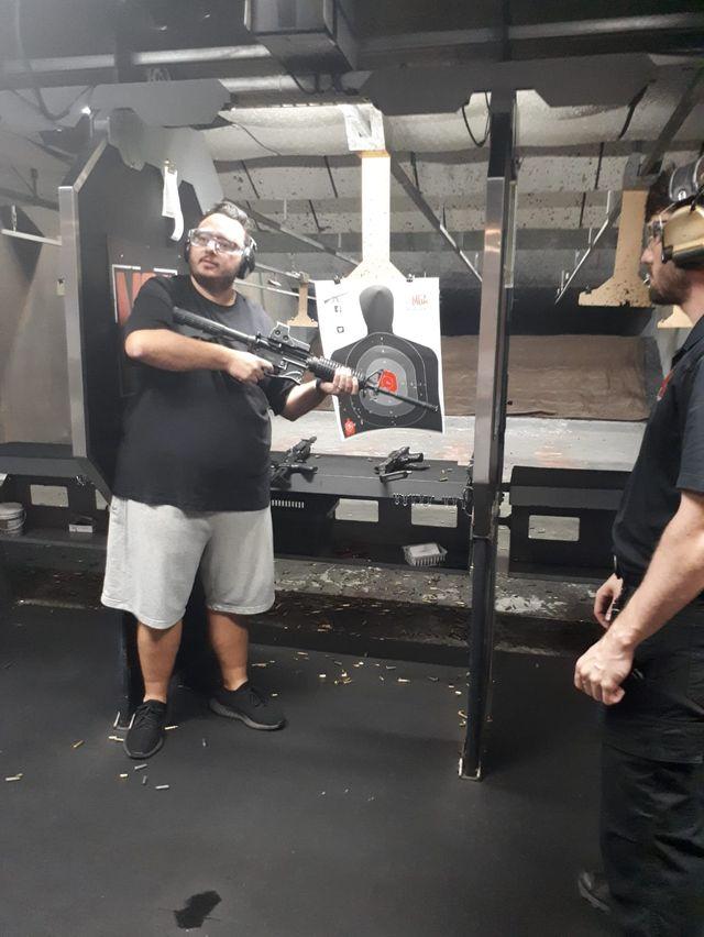 """Chez """"Machine Gun America"""" on peut tirer avec des armes introuvables ailleurs"""