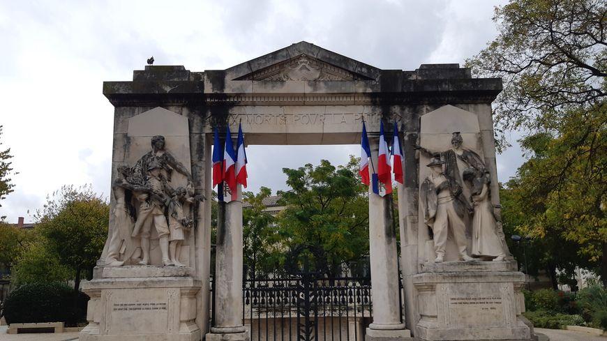 Le monuments aux morts de Nîmes par l'architecte Henry Castan et le sculpteur Auguste Carli. 1924