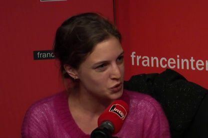 Rebecca Amsellem, fondatrice des Glorieuses, au micro de Mathilde Munos
