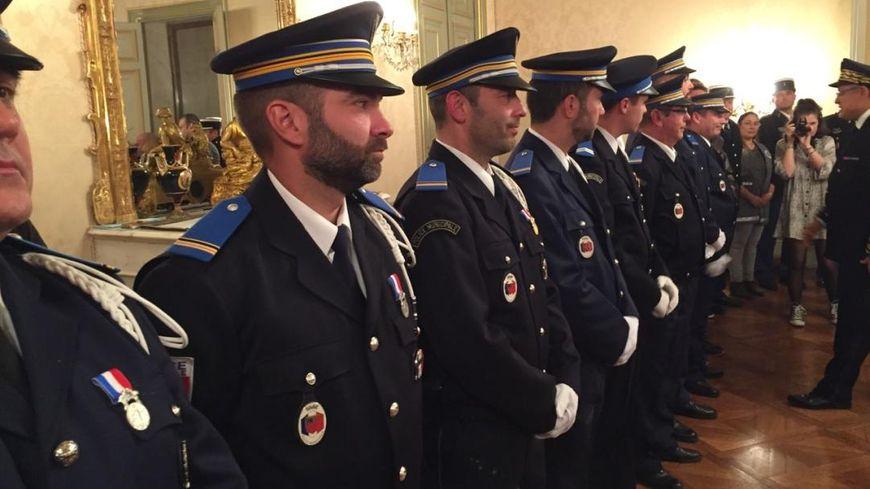 La police municpale d'Alès distinguée pour acte de couerage et de dévouement.