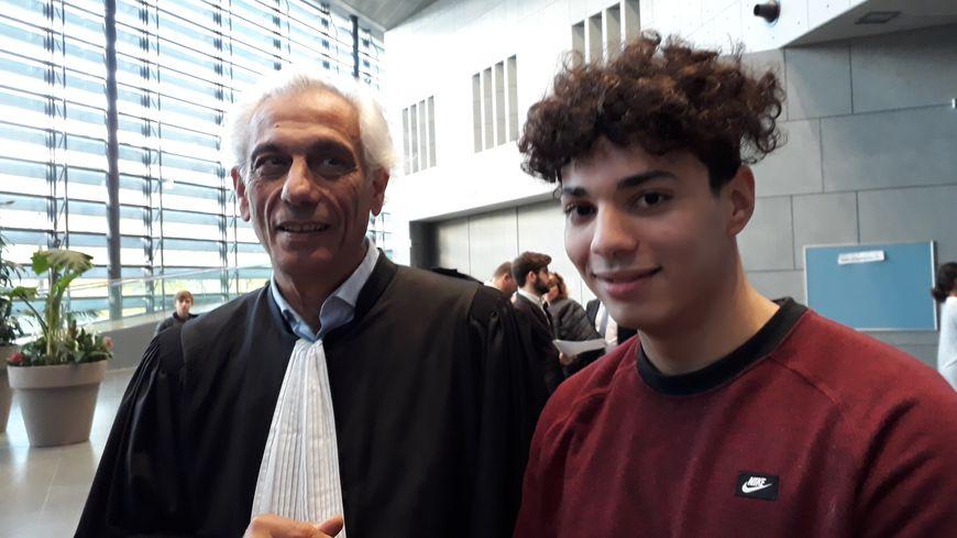Aïssa avec son avocat, Maître gallo