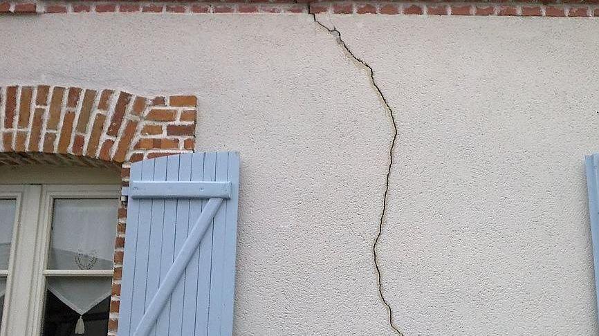 Fissures sur une maison en Saône-et-Loire à Fontaines (illustration)