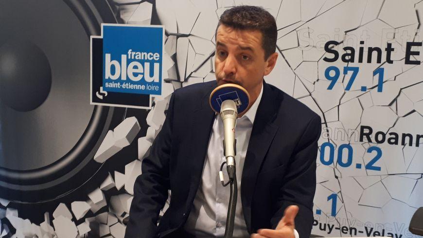 Gaël Perdriau, maire de Saint-Étienne, dans les studios de France Bleu.