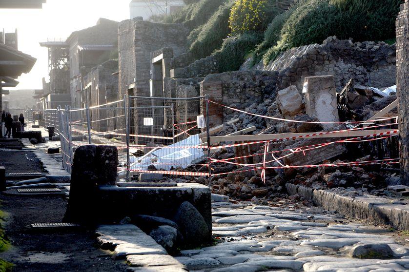 Effondrement de la Maison des gladiateurs à Pompéi, en 2010