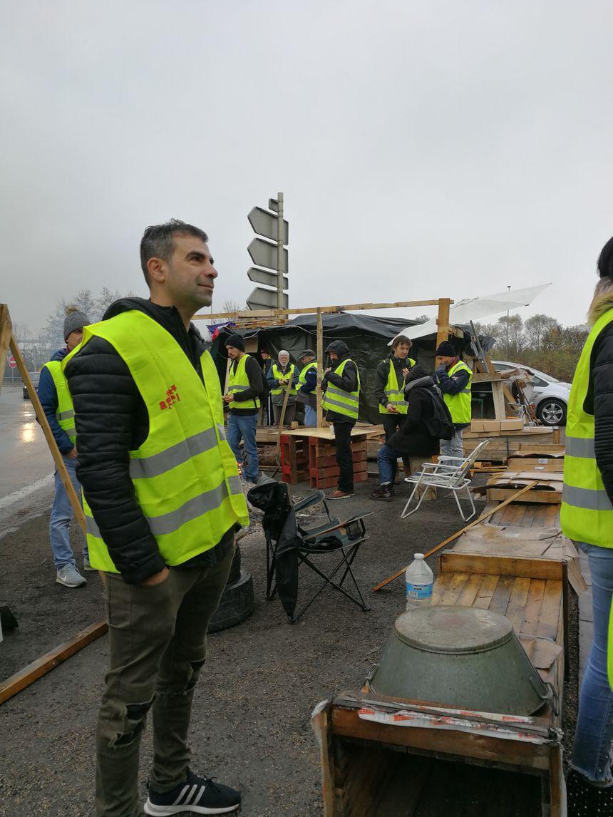 A Chevigny-Saint-Sauveur ce lundi matin, ils étaient encore une quarantaine de Gilets Jaunes