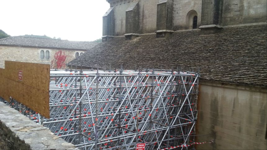 L'abbaye de Sénanque menace ruine.
