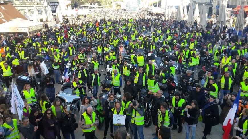 La place de la Comédie au plus fort de la mobilisation ce samedi 24 novembre.