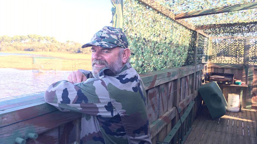 """""""Le plaisir de cette chasse c'est d'attirer l'attention des oies qui migrent de septembre à février afin qu'elles se posent sur l'eau"""", raconte le chasseur."""