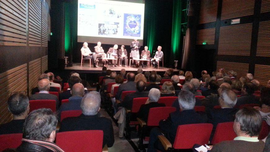 Une réunion d'information des maires concernés par ce projet de parc naturel régional a eu lieu aux bains-douches à Lignières