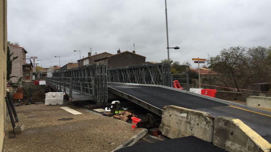 Un pont provisoire a été installé dans la commune de Villegailhenc dans l'Aude un mois après les inondations