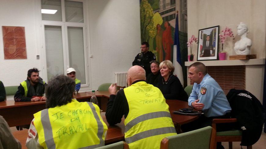 8 gilets jaunes ont pu rencontrer la préfète de l'Ardèche sous forme de délégation au sein de la mairie du Pouzin.