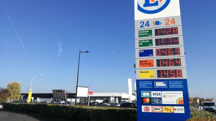 Carte Gazole Carrefour.Les Stations Service A Prix Coutants Font Le Plein A Amiens