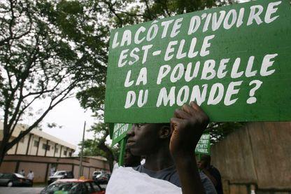 Manifestant à Abidjan le 25 septembre 2006