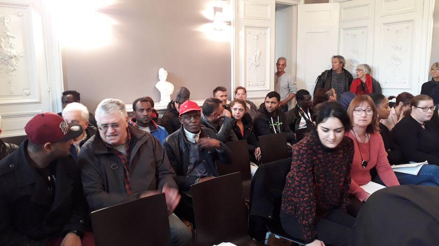 La salle d'audience était trop petite pour accueillir requérants et militants du droit au logement