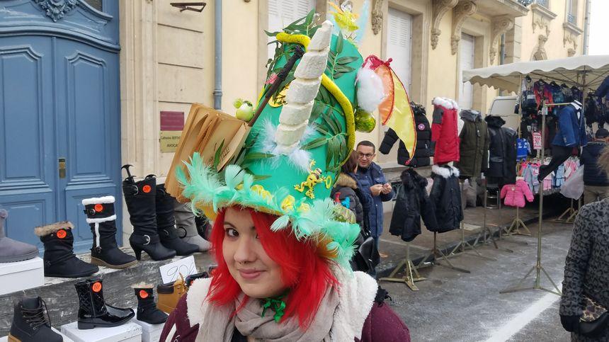 Certains chapeaux étaient très hauts.